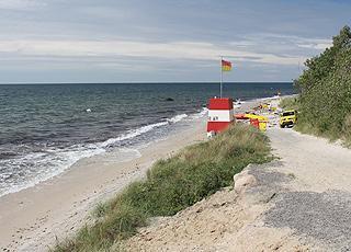 Livreddertårn på Antoinette Strand, som ligger i et naturområde i den nordlige del af Rønne