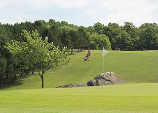Nordbornholms Golfklub ligger lige ved siden af Rutsker Højlyng