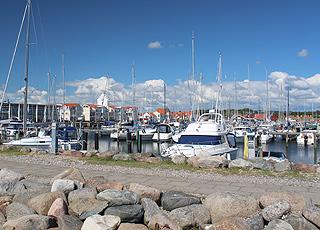 Der gemütliche Jachthafen in Sæby liegt direkt bei der Stadtmitte und dem Badestrand