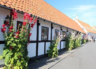 Smukke, gamle huse i Sandvigs hyggelige gader