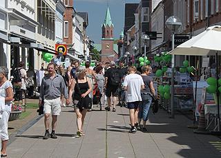 En af de hyggelige gågader med butikker og spisesteder i centrum af Silkeborg