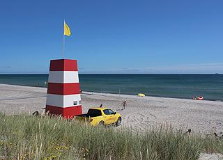 Livreddertårn på den brede sandstrand, Sønderstrand, ved Skagen Midtby