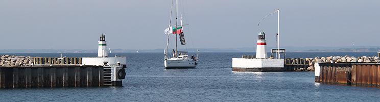 Salt- og peberbøsserne, der fungerer som fyrtårne ved indsejlingen til Søby Havn på Ærø