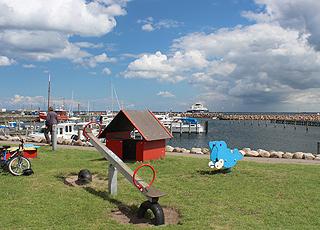 Spielplatz am Jacht- und Fährhafen im Ferienhausgebiet Spodsbjerg