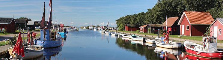 Den stemningsfulde havn med små huse i Stauning ved Ringkøbing Fjord