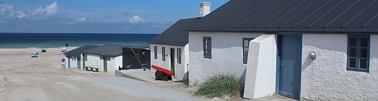Die kleinen, gemütlichen Fischerhäuser  am Weg zum Strand von Stenbjerg