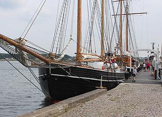 Sejlskibsbroen med imponerende sejlskibe i Svendborg Havn
