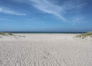 Den brede sandstrand ved Svinkløv