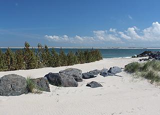 Den dejlige sandstrand ind mod Nissum Fjord i Thyborøn
