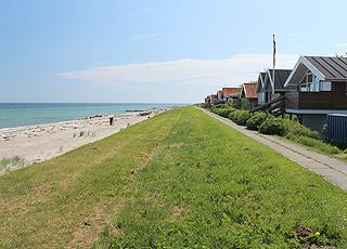 The holiday homes in Tørresø are situated along the lovely sandy beach