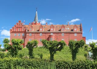 Tranekær er berømt for sit smukke, røde slot fra 1200-tallet