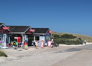 Lebensmittelgeschäft  und Gaststätte am Strand von Tranum