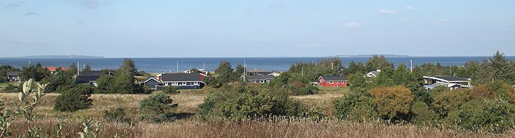Sommerhusene i Trend er beliggende på en skråning ved Limfjorden