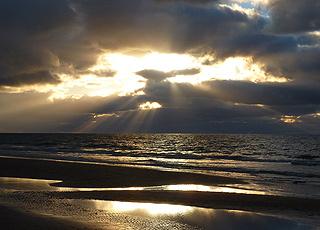 Spektakulær solnedgang over Vesterhavet ved Vejlby Klit