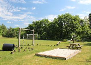 Legeplads på et af fællesarealerne i sommerhusområdet Vesterlund