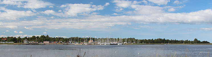 Limfjordsbyen Virksund byder på strand, skov og lystbådehavn