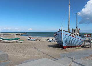Fiskerbåde på stranden ved Vorupør