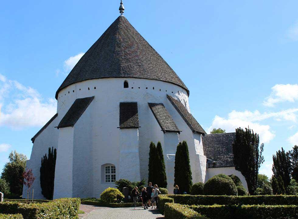 Die imposante Østerlars Rundkirke ist die größte der Rundkirchen Bornholms