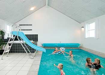 Themahuizen in denemarken - Zwembad met strand ...