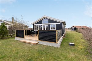 Holiday home in a holiday village, 82-0837, Marielyst
