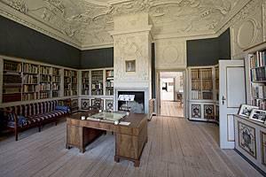 Clausholm Slot Bibliothek