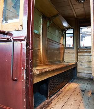 Gammel og primitiv togvogn på Danmarks Jernbanemuseum