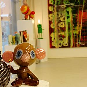 Glass works, handicrafts and paintings in Galleri Djurs