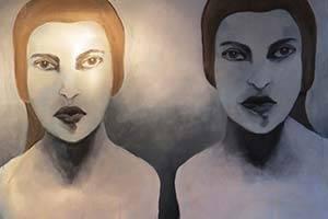 Twee vrouwen in grijstinten