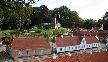 Njut av att se på de detaljerade husen i Kolding Miniby