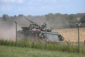 Fahrender gepanzerter Mannschaftswagen