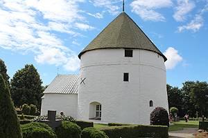 Nylars Rundkirke aus dem Jahre 1160 ist eine von Bornholms vier berühmten Rundkirchen