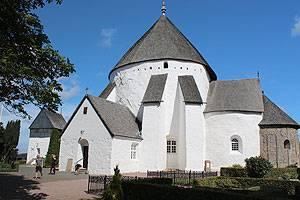 Den imponerende Østerlars Rundkirke er den største af de fire rundkirker på Bornholm
