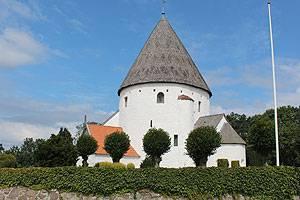 Olsker Rundkirke stammt aus dem Jahre 1150 und ist die eleganteste Rundkirche auf Bornholm