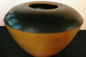 Black and yellow pot