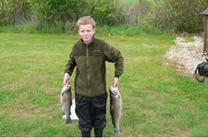 Barn med fisk