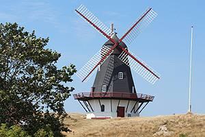 Die Windmühle Sønderho Mølle ist ein Wahrzeichen der Stadt Sönderho auf Fanö