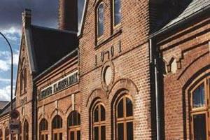 Del av klädfabrikens fasad