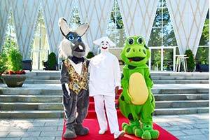 Pierrot en de mascottes Meneer Konijn en Mevrouw Kikker