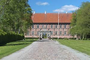 Oplev det ægte middelalderslot Voergård Slot nær sommerhusområdet Voerså