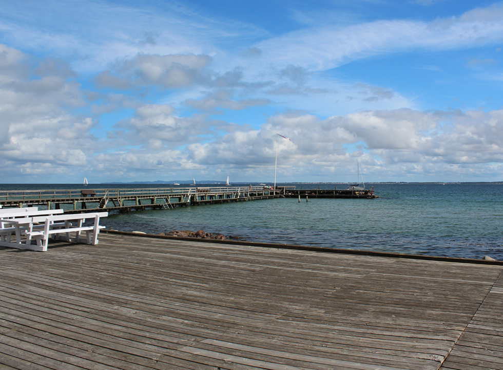 Large sundeck and long bathing jetty by the holiday area Ålsgårde