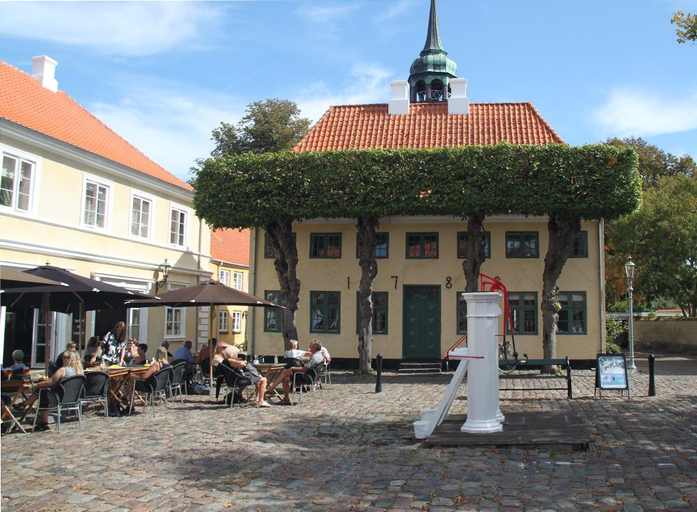 Relaxed atmosphere on the square in Ærøskøbing, where you can experience the famous white water pumps