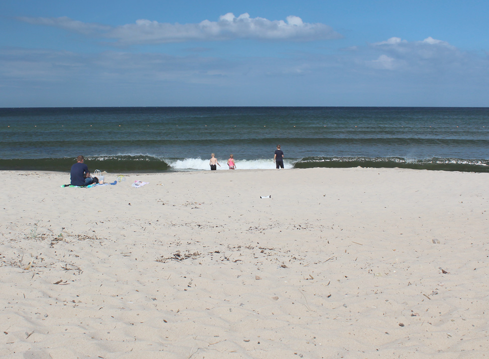 In Sandvig, 2 km from Allinge, you can swim by a wide sandy beach with a bathing jetty