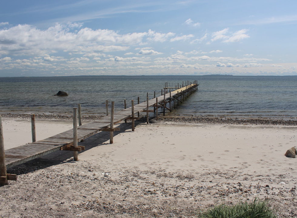 The large bathing jetty leads you out on deeper water in the holiday home area Amtoft
