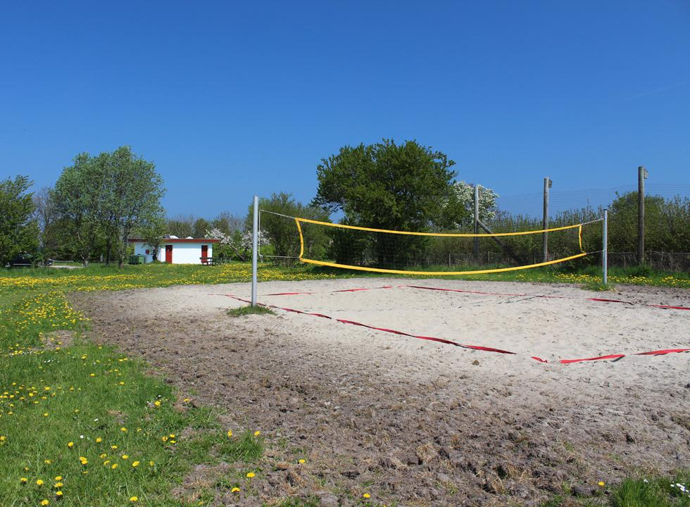 Volleyball course with sand behind the bathing beach in Båring