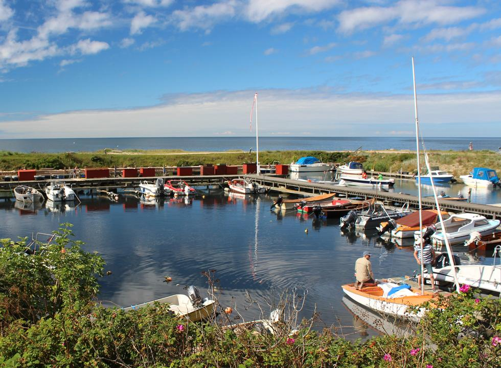 The idyllic leisure harbour in Boderne is situated right next to the bathing beach
