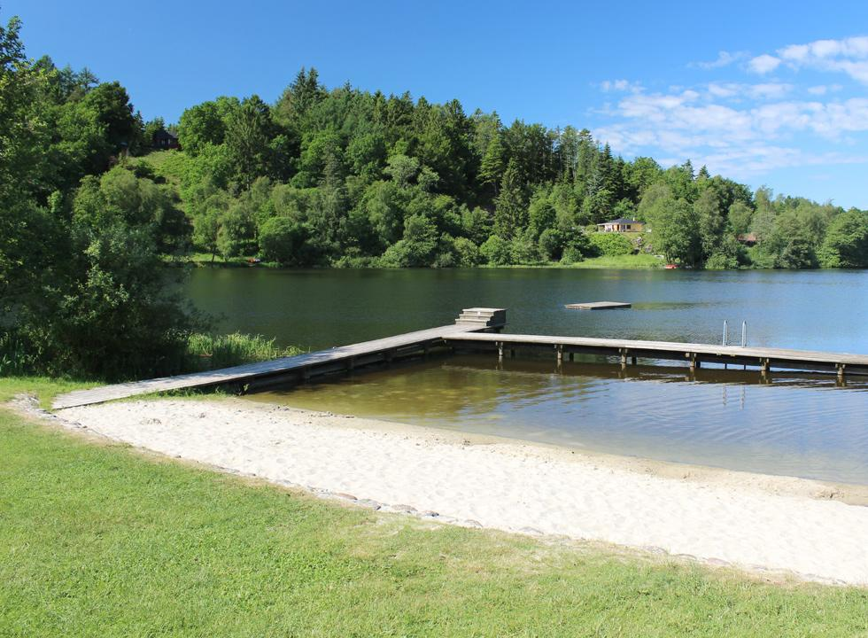 The lakeside bath, Bryrup Søbad, by the lake, Bryrup Langsø, is idyllically situated in the centre of Bryrup