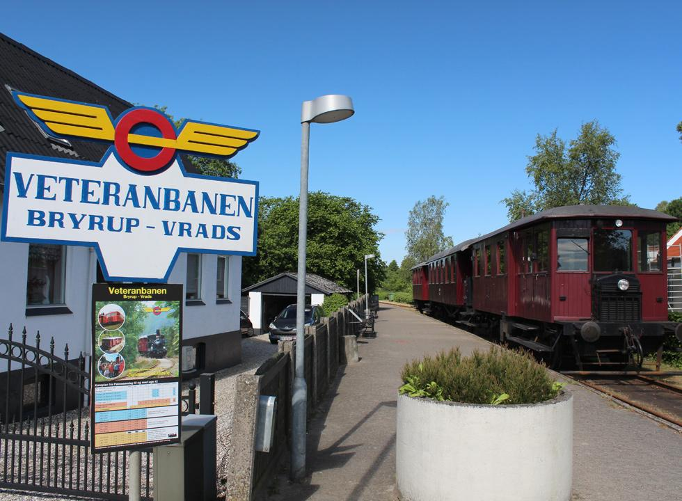 The vintage train, Veteranbanen Bryrup-Vrads, leads your through scenic areas