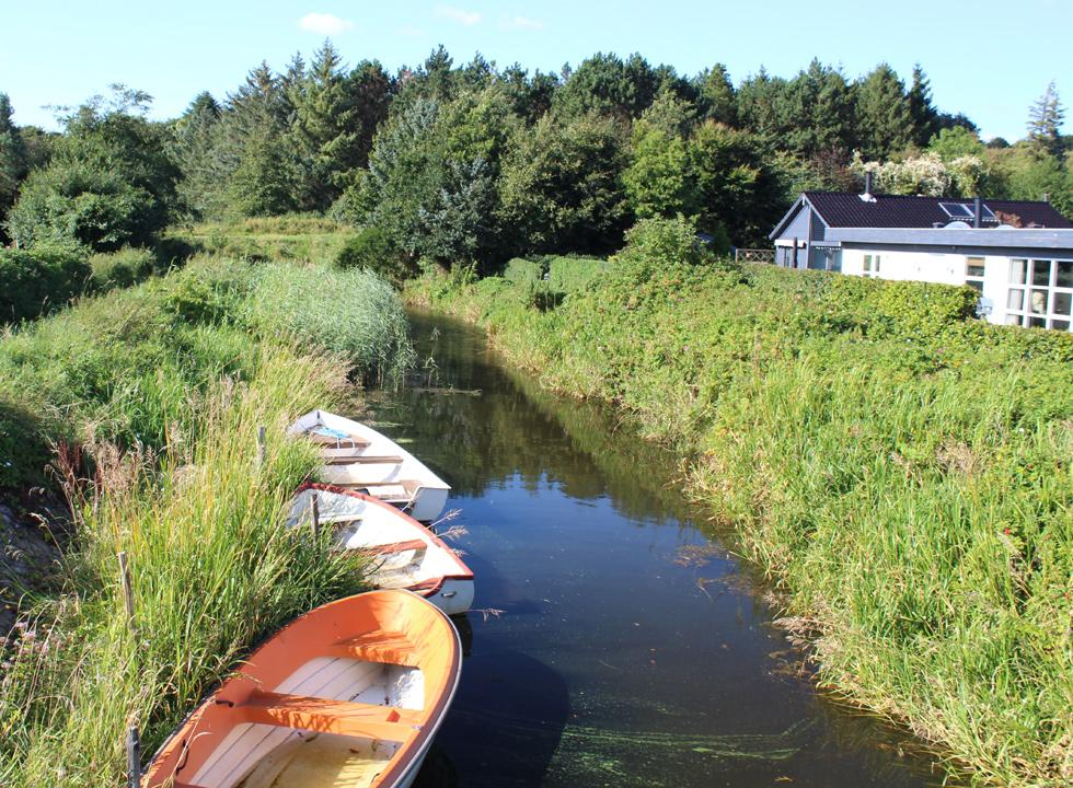 A small stream flows through Diernæs, past the holiday homes and out in the sea