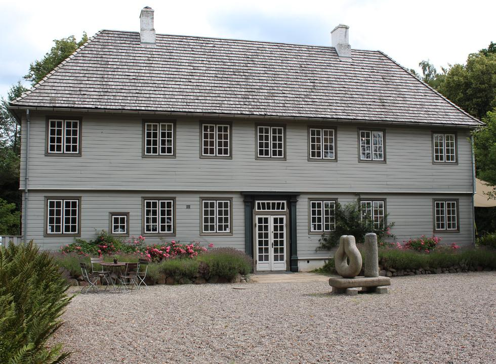 The exhibition house, Munkeruphus, in Dronningmølle shows varying exhibitions during the summer