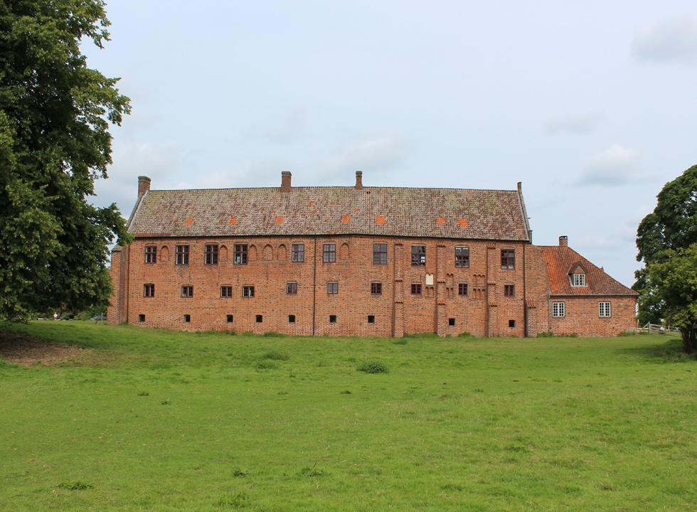 The monastery, Esrum Kloster, behind Dronningmølle is a former Cistercian monastery from the year 1151